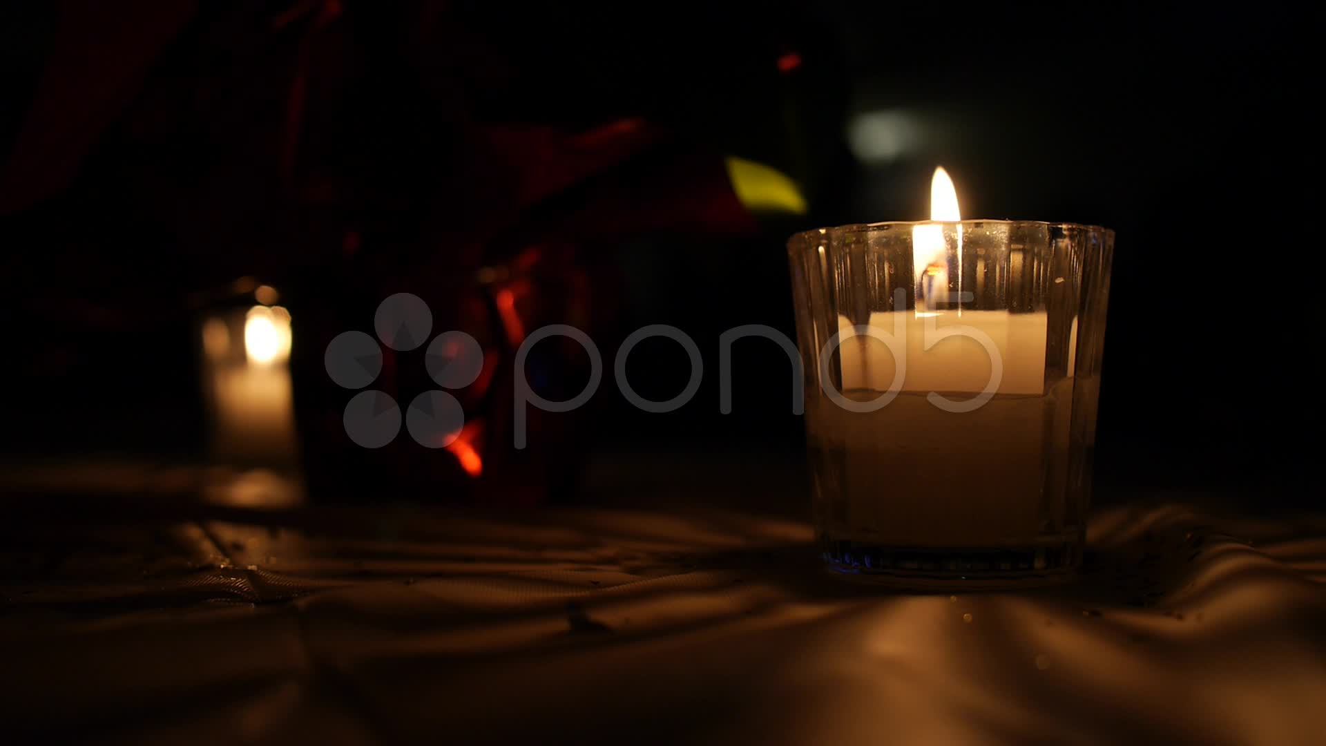 012753985-decorative-candles-background